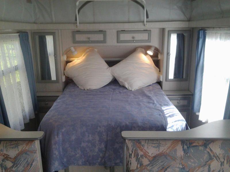 bed-between-mirrors-storage