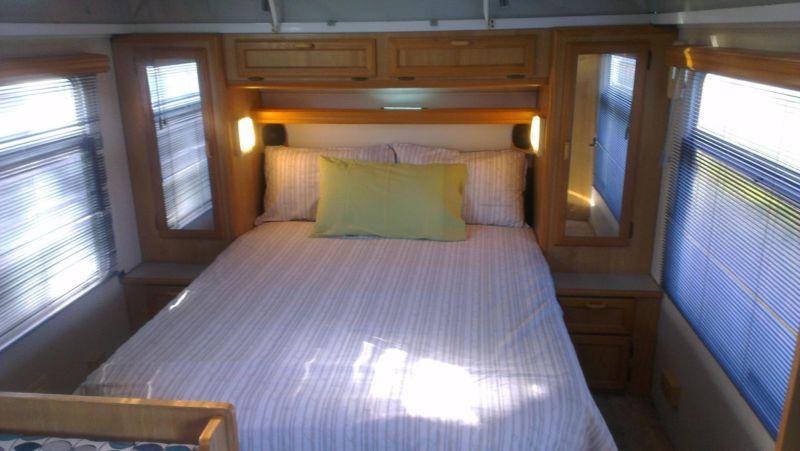 bed-mirrors-storage