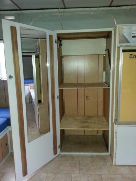 mirror-inside-cupboard