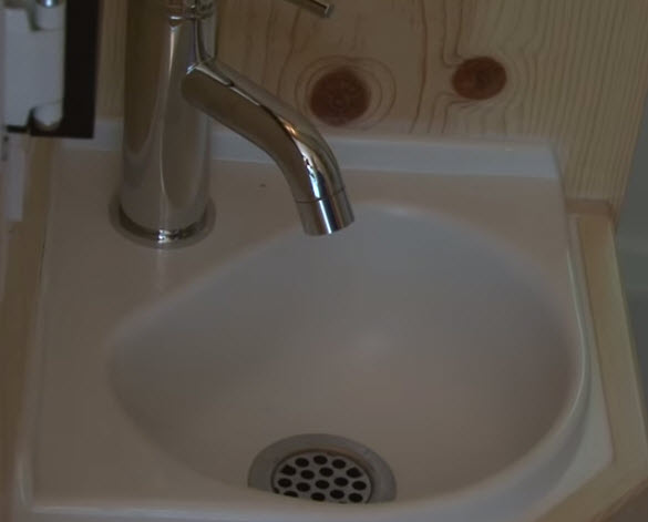 tiny-bathroom-sink
